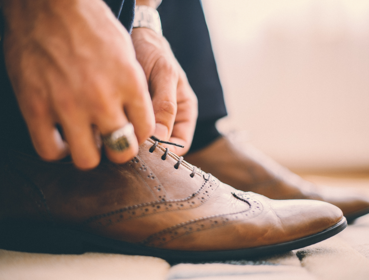 https://entrepreneurmindz.com/wp-content/uploads/2021/07/How-To-Start-An-Online-Shoe-Business-for-Men-1280x973.png