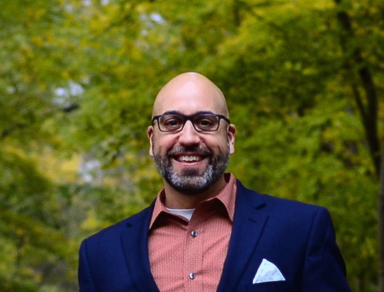 https://entrepreneurmindz.com/wp-content/uploads/2021/10/Conversation-With-Dan-Herron-1280x973.png